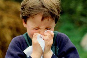 Flu dan Pilek Itu Beda bersin 2