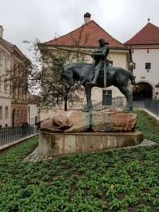 Betuk Kaki Patung Berkuda (Equestrian) Punya Arti The statue of St. George and the Dragon Zagreb Croatia 6