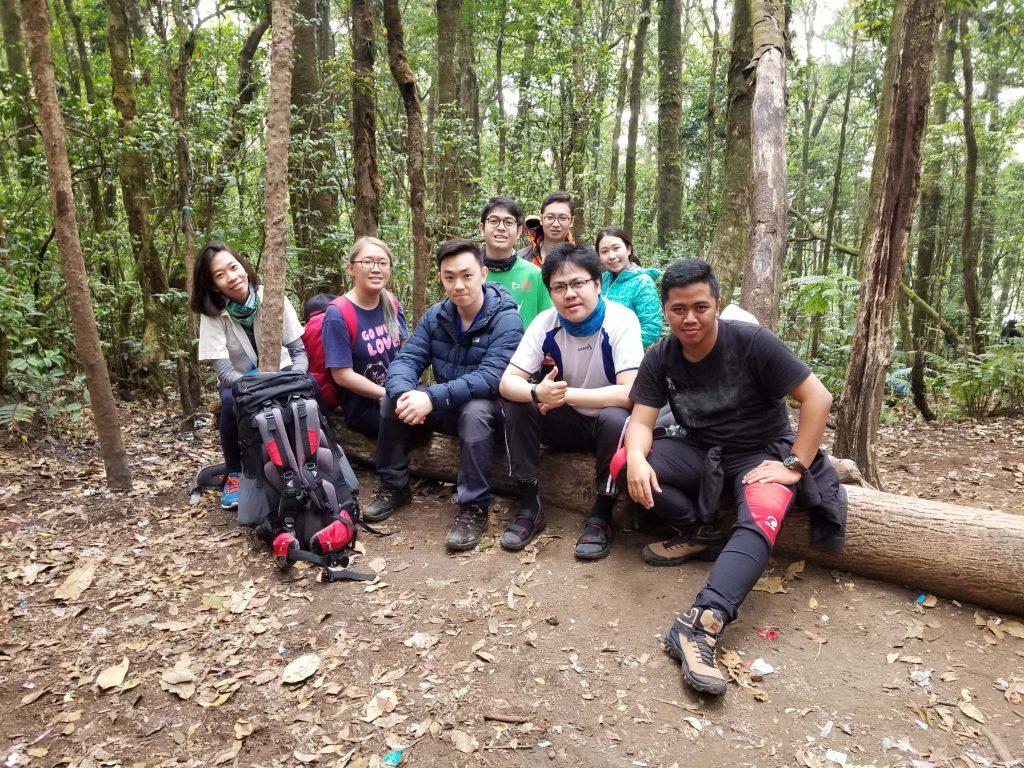 Pendakian Gunung Gede: Putri Lintas Cibodas - Menuju Surya Kencana (2/3) Team di Jalur Gunung Putri Gunung Gede 6