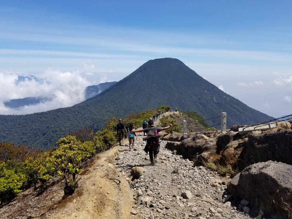 Track Puncak Gunung Gede Arah Cibodas