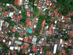 7 Alasan Orang Indonesia Sulit Sukses dan Berkembang aerial photography of town 1131863 1