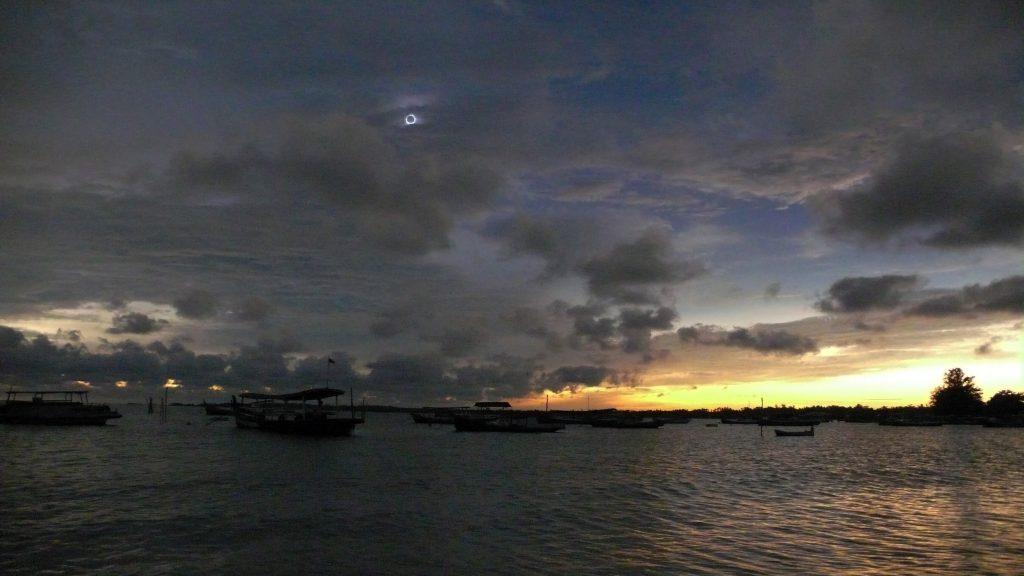 Gerhana Matahari Total di Belitung, 9 Maret 2016 - Oleh Herwin.