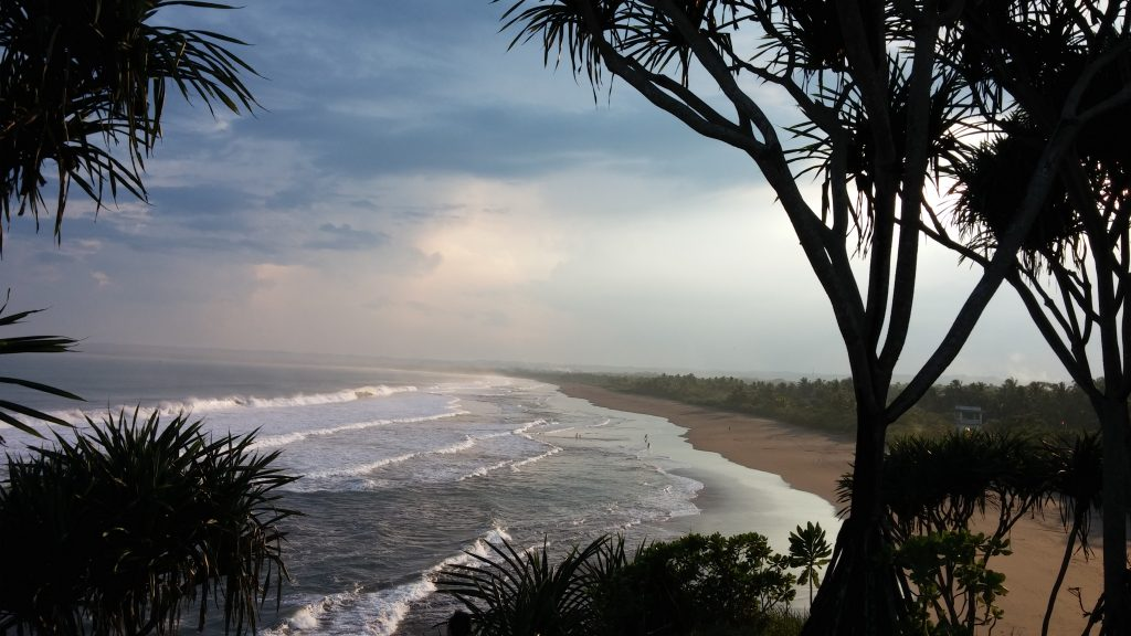 Pantai Batu Hiu, Pangandaran - Oleh Herwin.